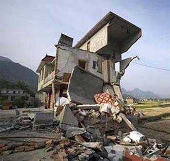 zarar görmüş betornarme bina, hasarlı bina